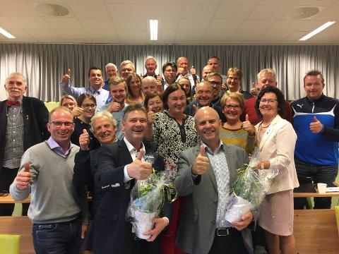 FEIRET; Mandag kveld var det kommunestyremøte i Averøy, og da feiret de at Steinar Reiten, KrF, og Jan Steinar Engeli Johansen, Frp, har fått plass på tinget.