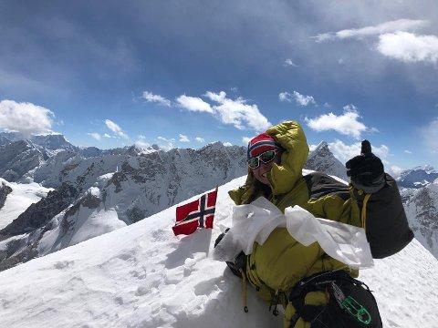 12. november nådde Ingvild Settemsdal toppen av Ama Dablam. 10 dager tidligere var hun som en av de første i verden, til topps på Nupla Khang (bildet).