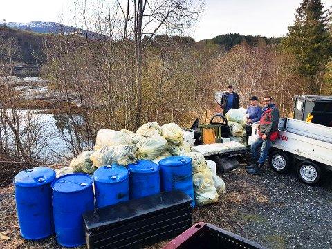 Bedrifter, organisasjoner og andre frivillige har samlet store mengder søppel fra strender i Halsa. Alle foto fra pressemeldingen