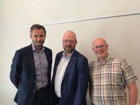 Arbeidsutvalget består av fra venstre Per Sverre Kvinlaug (ordfører Kvinesdal), Geir Waage (ordfører Rana) og Ståle Refstie (ordfører Sunndal). Kari Anne Sand (ordfører Kongsberg) var ikke til stede på bildet.