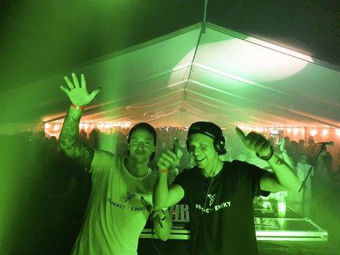 Jim Marius Larsen fra Kristiansund (til høyre) og Emil Andersen utgjør Primacy X Emsky og avsluttet årets Skjærvafest med et smell.