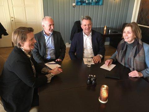 Daglig leder og styreleder i KNN, Monika Eeg og Johan Aas. Til høyre er Kolbjørn heggdal og Britt Flo i MNF.