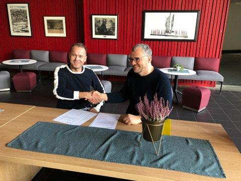 Tidligere styreleder i Laget Vårsøg, Tor Rune Halset (til høyre), ønsket i fjor høst Anders Larsen velkommen som ny leder for Vårsøg-festivalen. Nå vurderes det fortløpende om Vårsøghelga kan arrangeres som planlagt.