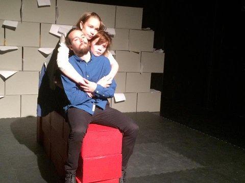 «Man er først og fremst menneske – et vitnesbyrd», et teaterstykke om seksuelle overgrep, spilles på Møst ungdomshus mandag 4. november.