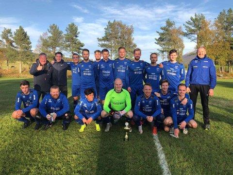 Smøla IL er klar for 4. divisjon, etter å ha vunnet 5. divisjon Nordmøre og Romsdal. Lørdag er det duket for tidenes opprykksfest i havlandet.