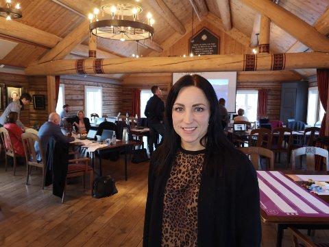 Aure-ordfører Hanne Berit Brekken befant torsdag seg på Orkide-samling på Gamle Anvik handelssted i Gjemnes.