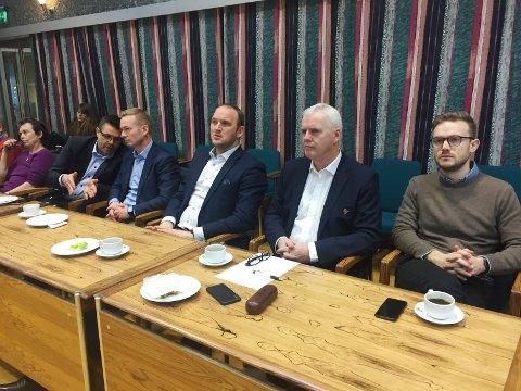 Lokale og sentrale politikere samlet på Sunndalsøra torsdag. Fra venstre Kristin Sørheim (Sp), Frank Sve (Frp), Helge Orten (H), samferdselsminister Jon Georg Dale (Frp), Stig Andreassen (Frp) og Vetle Wang Soleim (H).