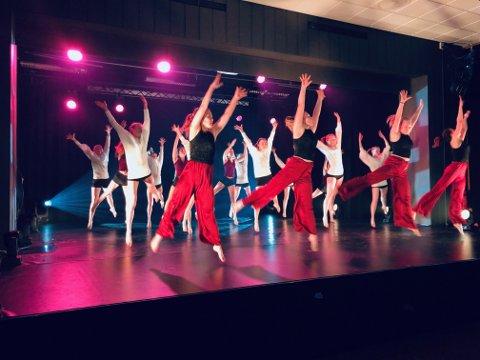 Musikk, dans og drama med sin årlige prosjektforestilling.