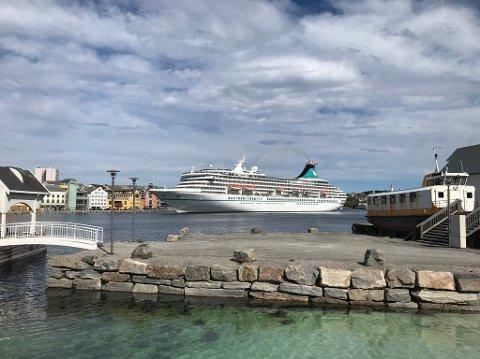 «Artania» kommer til Kristiansund på fredag formiddag. Bildet er tatt da cruiseskipet besøkte Kristiansund i mai.