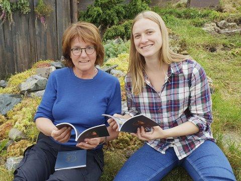 Laila Skaret (til venstre) og Sanna E. Ryg med den helt ferske bildebok om Fru Guri.