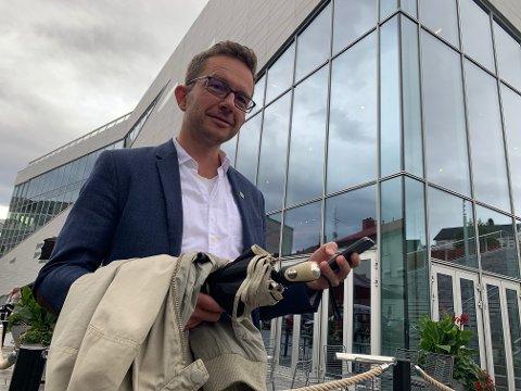 Det har vært travle dager for MDGs første kandidat i Møre og Romsdal, som kulminerte med fylkesordfører-strid. Carl Johansen fra Sunndalsøra har derimot solid ballast etter en årrekke som kommunikasjons- og valgkampmedarbeider for MDG i Oslo, Akershus og Trøndelag.