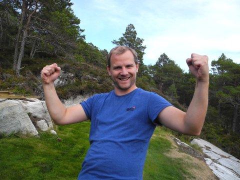 Mats Torset jubler over at folket i Aure sier nei til vindkraft på Skardsøya.