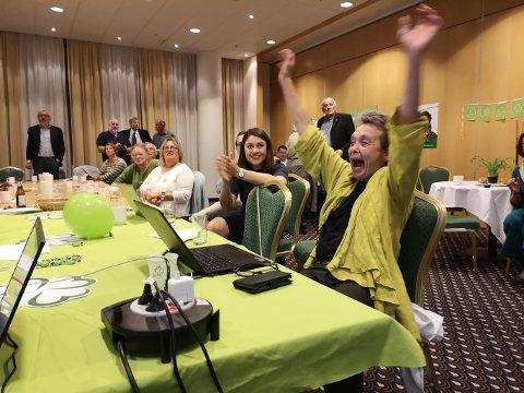 Fylkesordfører Kristin Sørheim (Sp) kunne glede seg over det ene pangresultatet etter det andre fra Nordmøre på valgnatta.
