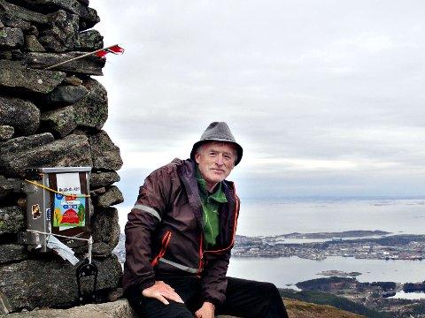 Her er Steinar Brunsvik på toppen av Freikollen 10. november. Dette var tur nummer 10.000 siden starten i 1993. Foto: Eva Sæterøy