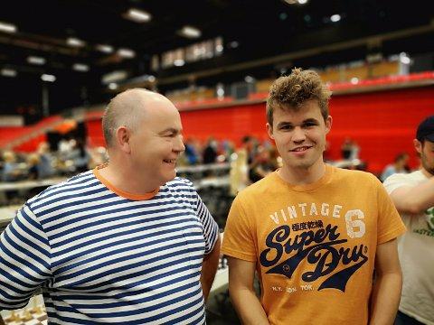 Rune Edøy møtte Magnus Carlsen under NM i Larvik i 2019.