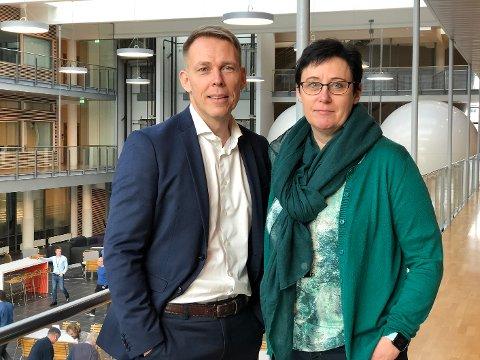 Styreleder Tormod Thomsen og direktør Agnes Gundersen i Møreforskning.