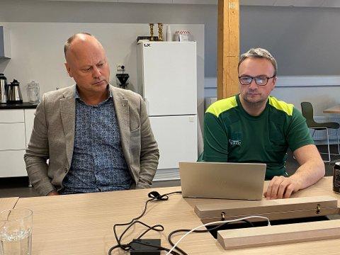 Assisterende rådmann Knut Mostad (til venstre) og kommuneoverlege Askill Iversen Sandvik i møte i kriseledelsen i Kristiansund.