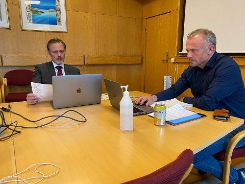 Rådmann Arne Ingebrigtsen og ordfører Kjell Neergaard orienterte om tiltak og svarte på spørsmål under KNNs webinar. Bildet er fra et annet digitalt møte.