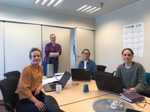 Fra venstre: Sosionom Guri Bare Solvang, fysioterapeut og folkehelsekoordinator Lillian Langset, avdelingsleder i hjemmetjenesten og kreftkoordinator Gunvor Astrid Folde, fysioterapeut Ina Therese Næss.