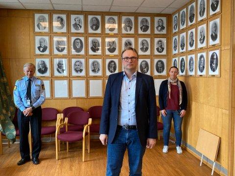 De håper på en ansvarsfull russefeiring: Politistasjonssjef Bjørn Fiske (fra venstre), kommuneoverlege Askill Iversen Sandvik og SLT-koordinator Siv Aksnes.