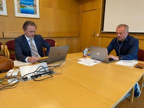 Rådmann Arne Ingebrigtsen og ordfører og Orkide-leder Kjell Neergaard er kritiske til regjeringens regnestykker i revidert statsbudsjett..