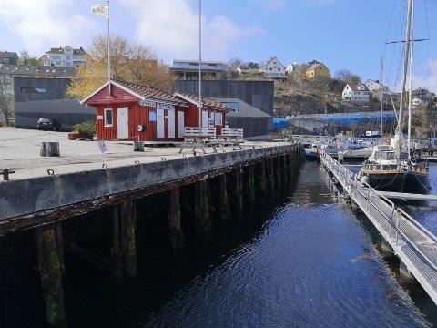 Vedkaia er kaieiendommen bak Kulturfabrikken, ned mot Gjestehavna i Kristiansund. Den kommunale eiendommen er nå gitt bort ved en feil for andre gang.