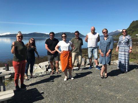 DET BLIR FESTIVAL I ÅR: Styreleder Jo Inge Nes (nummer tre fra høyre) opplyser at Stangvikfestivalen blir arrangert i år.