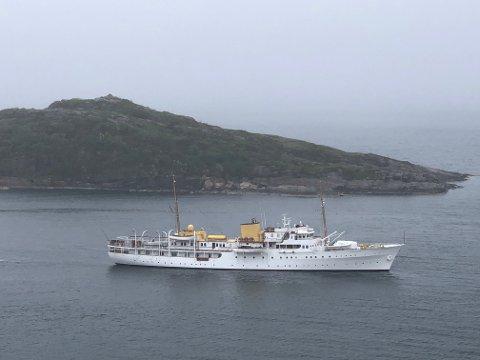 STORFINT BESØK: Kongeskipet er på plass i Dalsundet i Kristiansund. Foto: Arne Kristian Sørnes