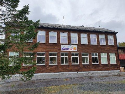 Bodalen friskole ble utsatt for innbrudd torsdag. Politiet har pågrepet en mann som har erkjent forholdet.