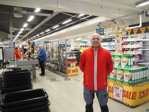 God mottakelse: Jan Inge Brevik føler han har fått en god mottakelse i Europris.  – De ansatte har lagt ned en kjempeinnsats i å håndtere denne situasjonen, skryter han.