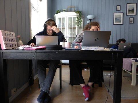 – I noen familier ble også tilgang til internett en utfordring, når mange elever skulle ha hjemmeskole og foreldrene hjemmekontor samtidig, sier Steinar Reiten.