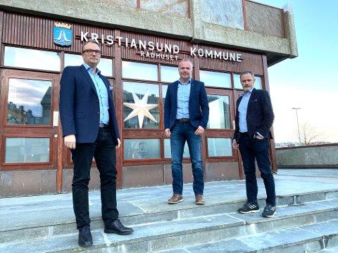 Det blir en spennende dag for båe kommuneoverlege Askill Sandvik, ordfører Kjell Neergaard og rådmann Arne Ingebrigtsen. Prøvesvarene som kommer i dag vil ha stor betydning for utviklingen videre i Kristiansund.