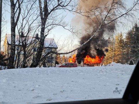 Brann i garasje i Gautvika.
