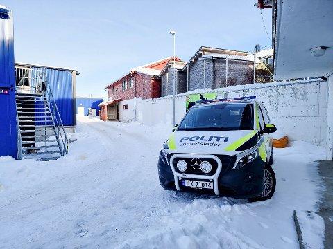 FORTSETTER: Politiet fortsetter søket etter den savnede mannen i Kristiansund. Basen er fremdeles i KFK-lokalene, men søkeområdet er utvidet mandag.
