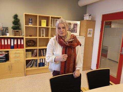 Enhetsleder for psykisk helse og rus i Kristiansund kommune, Elisabeth Iversen, mener økningen i opioidbruken i årene i 2015 og 2016  har med nedbyggingen av Kristiansund å gjøre.