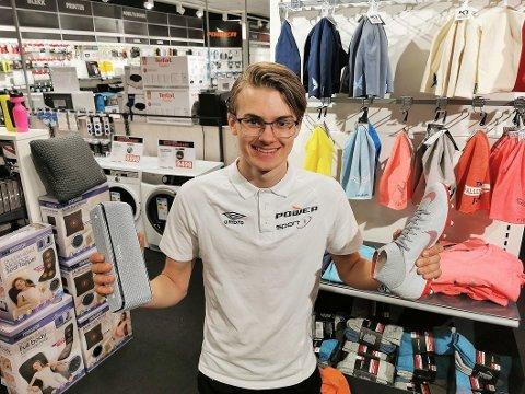 John Fredrik Sæther Nelvik har vært lærling i salgsfaget ved lærebedriften Smølamat AS. Nå har han blitt kårets til Årets lærling 2020.
