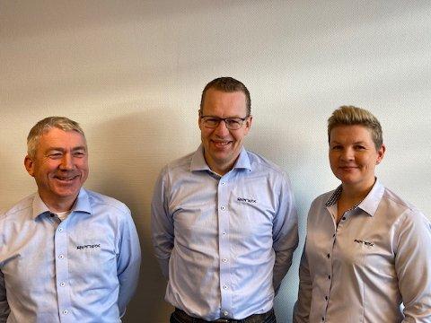 Renex Servicepartner AS forsterker laget med Olav Våge (venstre) og Monica Langvatn. Daglig leder Peter J. Blindheim (midten) sier at dette gjør selskapet rustet til å ta ytterligere markedsandel.