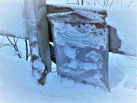 Dette er alt som er igjen av turkassen på Torvbrua ved Helsetvannet.
