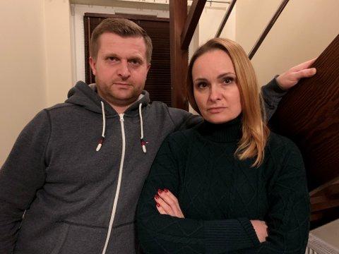 Tomasz (43) og Marta (39) Buczko trodde de gjorde alt etter boka da da bygde utebod ved huset sitt. Nå fortviler de over kjemperegningen fra kommunen.