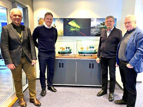 Kontraktsignering FSV Group og Sletta Verft. Fra venstre: Per Olav Myrstad (styreformann FSV Group) og Arild Aasmyr (CEO i FSV Group), Kåre Sletta (aaglig leder Sletta Verft) og Lars Liabø (styreformann Sletta Verft).