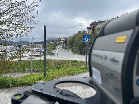 I løpet av drøyt to timer – fra klokka 12.15 til 14.30 – ble 15 bilførere vinket inn etter å ha kjørt for fort i 40-sonen i Kranaveien. For én av dem ble konsekvensene ekstra store.
