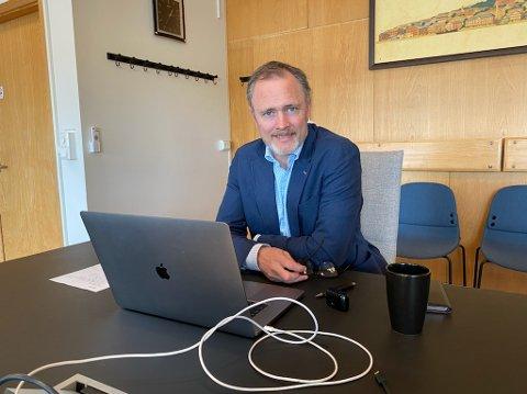 Arne Ingebrigtsen redgjorde for månedsrapporteringen i bystyret.