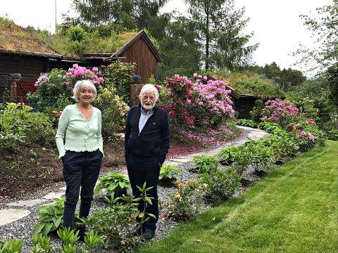 Liv og Nils Fiske inviterer lørdag og søndag til kunstutstilling og hagevandring hjemme i Flatsetsundet på Frei.