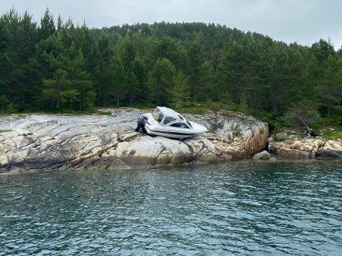 Båten ble kjørt på land natt til søndag