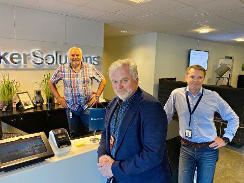 Shell forlenger kontrakten med Aker Solutions på Nyhamna. Svein Erik Odde, Aker Solutions (fra venstre), Nils Erik Hellem, Shell, og Bård Henning Dyrnes, Shell.