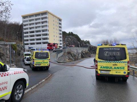 Politiet har konkludert med trolig brannårsak og henlagt saken etter at det begynte å brenne i den åtte etasjer høye blokka på Innlandet.