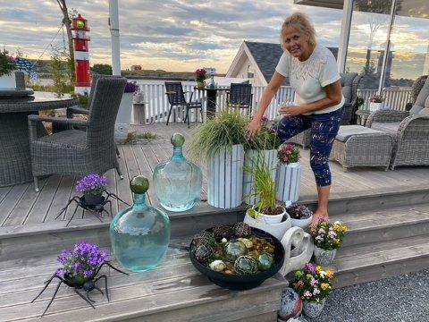 Britt Grøtta Krakelis pynt på terrassen førte til dype svimerker i treverket.