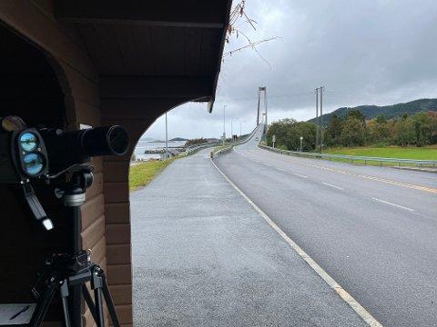 Den ene av sjåførene som ble stoppet på Høgset hadde kjørt bakerst i en kø, og var lite lysten på å godta bota.