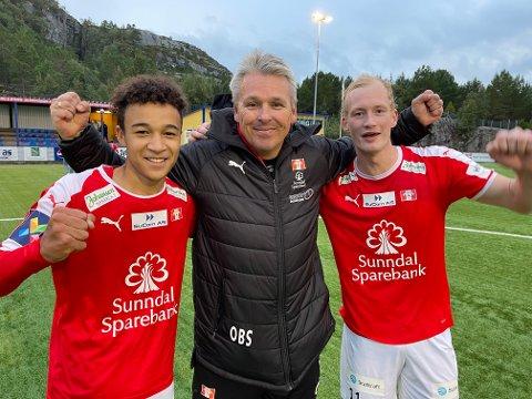 Markus Hammerbakk Lewis, trener Ole Bjørn Sundgot og Erling Farstad Fredriksen kunne alle juble for Sunndal-seier over Dahle.