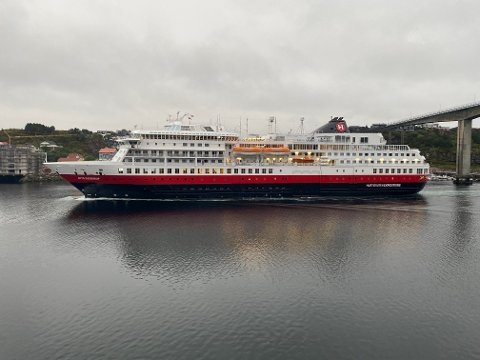 Cruiseskipet «Otto Sverdrup» kom inn til havnebassenget fredag kveld.
